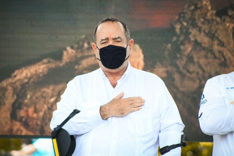 Presidente Alejandro Giammattei anuncia que se abrirán 548 centros de vacunación durante la fase 2