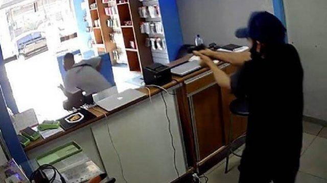 Dueño de tienda le dispara a ladrón que le acababa de robar