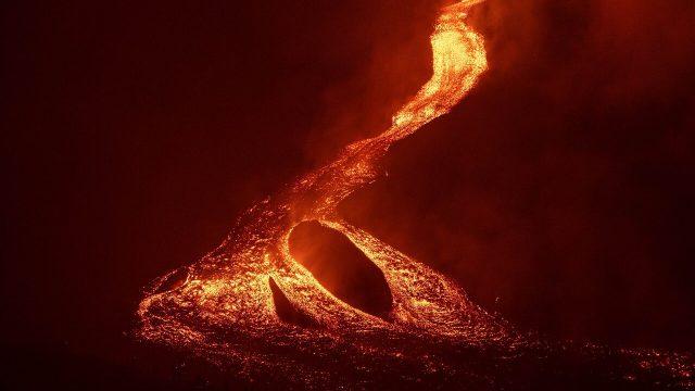 Avanza el nuevo flujo de lava que expulsa el volcán Pacaya