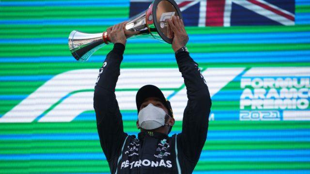 Lewis Hamilton se queda con el GP de España
