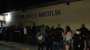 La Policía Nacional Civil (PNC) capturó a más de 20 personas por incumplir la ley seca.