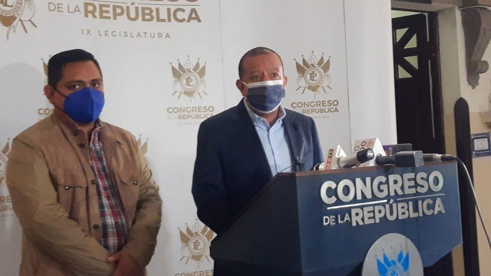 diputado Aldo Dávila presenta iniciativa de ley para reducir salarios de funcionarios y diputados