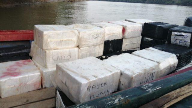 Ejército localiza embarcación con posibles ilícitos en Petén
