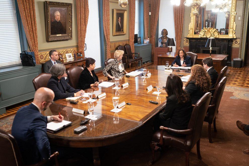 reunión de la vicepresidenta de Estados Unidos, Kamala Harris, con guatemaltecas