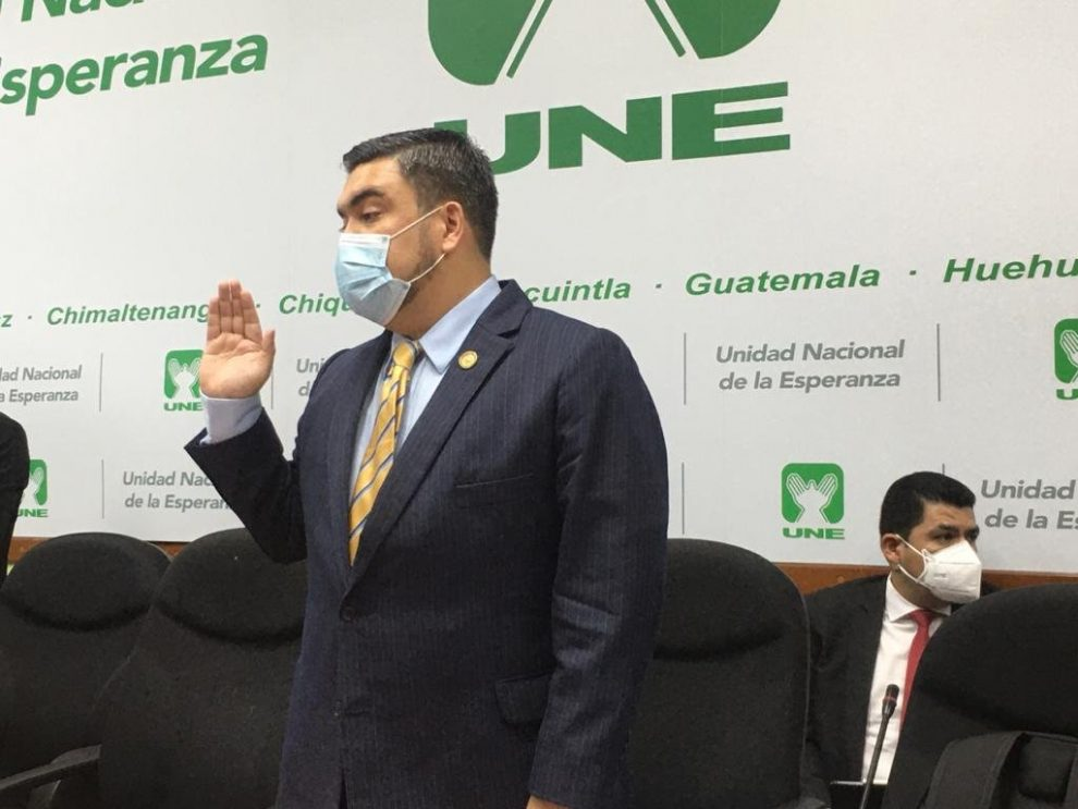 ministro de Energía y Minas, Alberto Pimentel