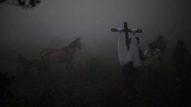 Realizan procesión para pedir el cese de la actividad volcánica del Pacaya