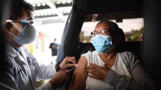 Covid-19: Se inicia la vacunación de personas mayores de 70 años