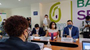Amelia Flores, ministra de Salud, acude a citación con miembros de la bancada Semilla.