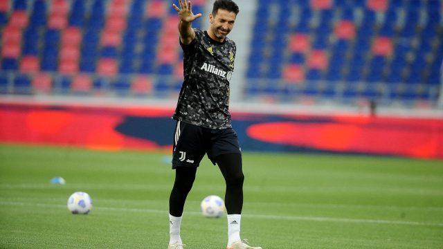 Buffon descarta su retiro del futbol