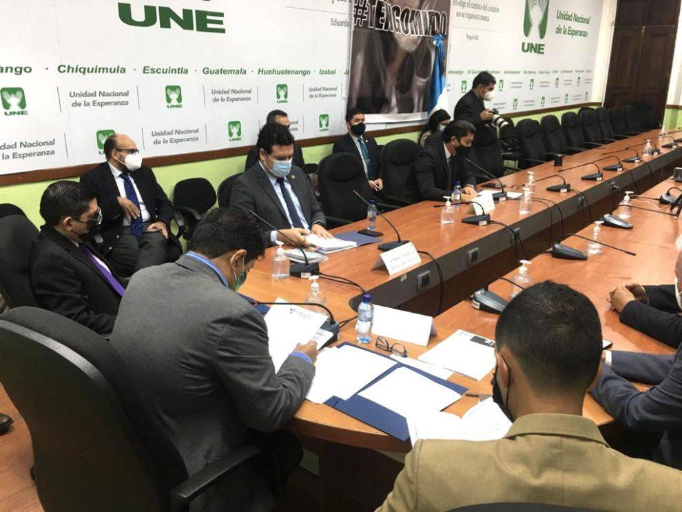 Diputados de la UNE señalan al gobierno de buscar mecanismos para evitar la fiscalización en el Congreso de la República.