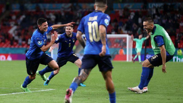 Italia avanza a los cuartos de final