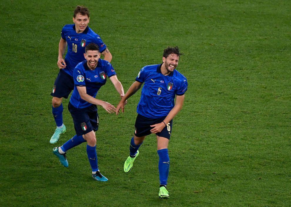 Italia vence a Suiza y avanza