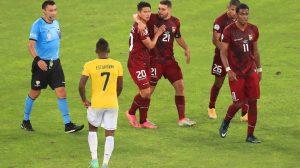 Venezuela y Ecuador empatan 2-2