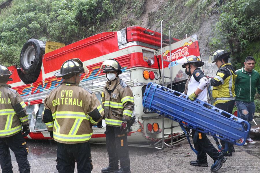 Bus extraurbano se accidenta en bajada de Las Charcas