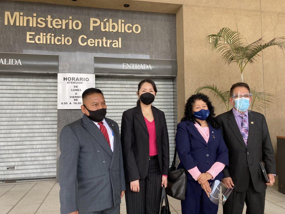 jueces piden cerrar casos en su contra