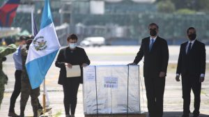 Guatemala recibe 150 mil dosis contra Covid-19 donadas por México