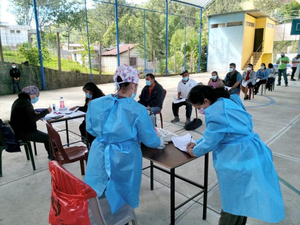 Vacunación contra el nuevo coronavirus en Guatemala. COVID-19.