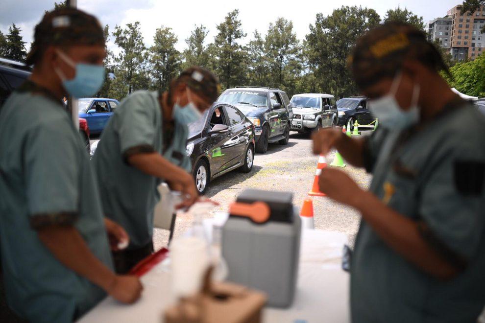 puestos de vacunación contra Covid-19 en Campo Marte, Ejército