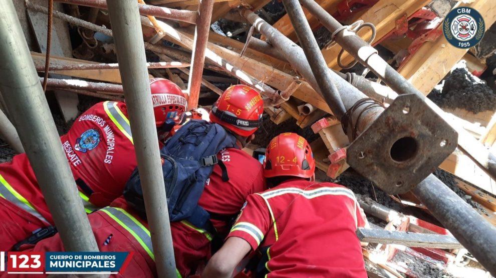 personas soterradas tras colapso de obra en zona 13