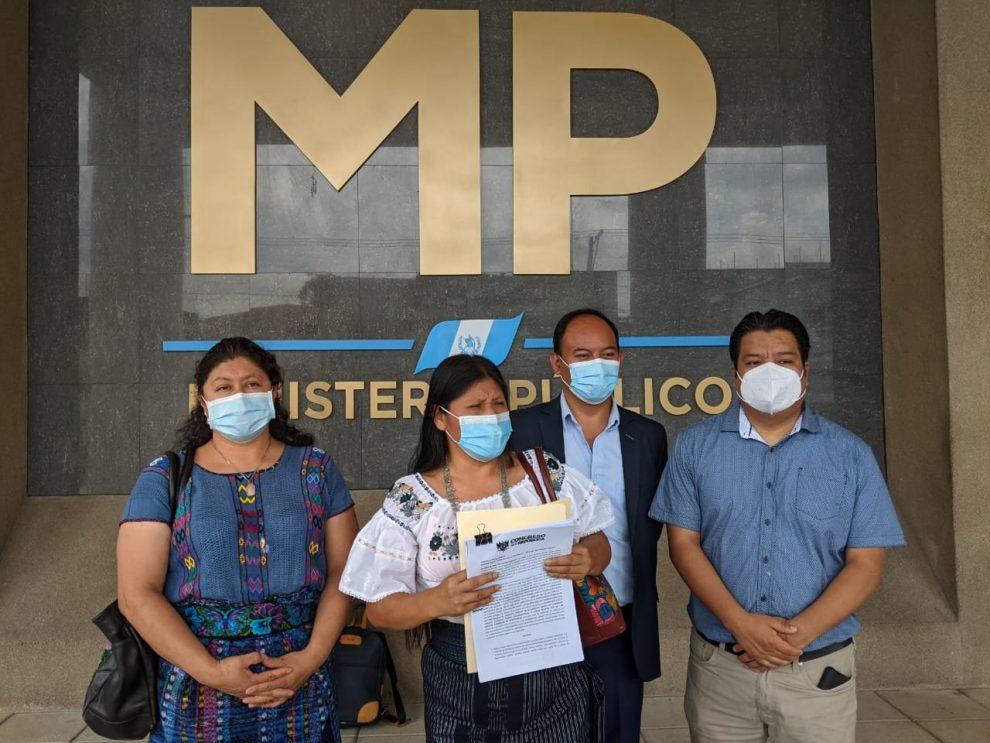 Diputados denuncian a Giammattei y Flores por irregularidades en compra de vacunas