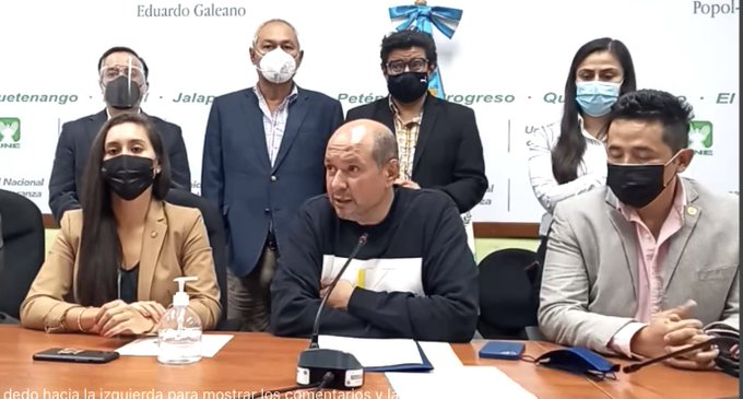 diputados de UNE presentan amparo contra ministra de Salud para que abra vacunación a todos los mayores de 18 años
