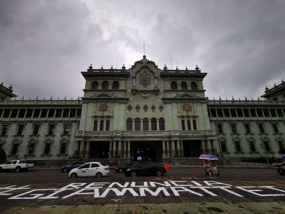 Ciudadanos exigen renuncia de Giammattei