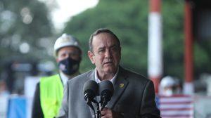 presidente Alejandro Giammattei recibe vacunas contra Covid-19 donadas por Estados Unidos