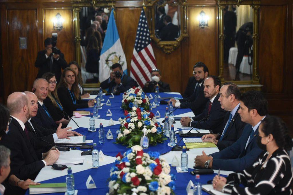 Giammattei se reúne con secretario de Seguridad Nacional de Estados Unidos