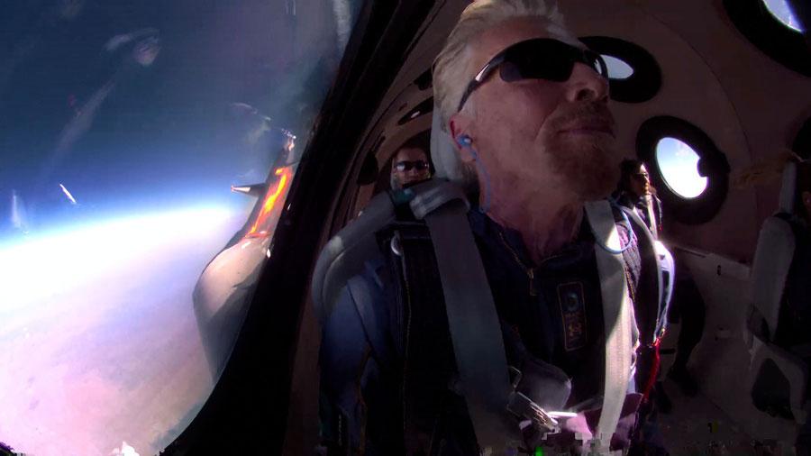 Richard Branson en el espacio exterior