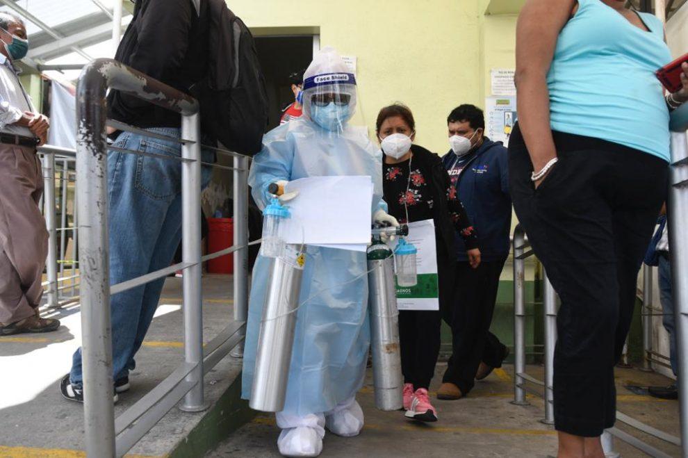 Saturación de pacientes y personas solicitando pruebas de Covid-19 en el IGSS de la zona 9