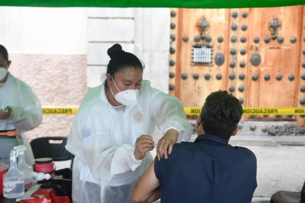 Centro de vacunación contra Covid-19 frente a Catedral Metropolitana