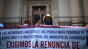 Manifestantes exigen renuncia de Alejandro Giammattei, presidente, y de María Consuelo Porras Argueta, fiscal general.
