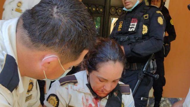 Agentes PNC agredidos por manifestantes