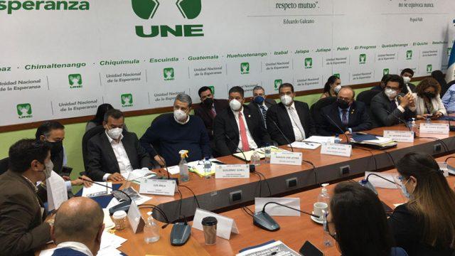 Citación a funcionarios de gobierno por diputados de la UNE