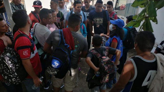 Migrantes retornados de México llegan a El Ceibo, Petén