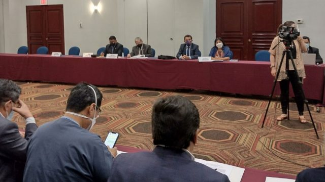 Representantes de Salud en reunión con la Comisión de Salud del Congreso de la República