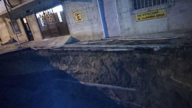 Nuevo socavamiento en sistema de drenajes en bulevar Pablo VI, en Mixco