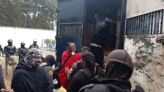 Líderes pandilleros implicados en extorsiones son trasladados de prisión