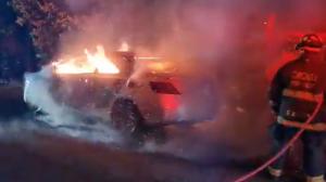 Localizan a persona fallecida dentro de carro incendiado en San José Pinula