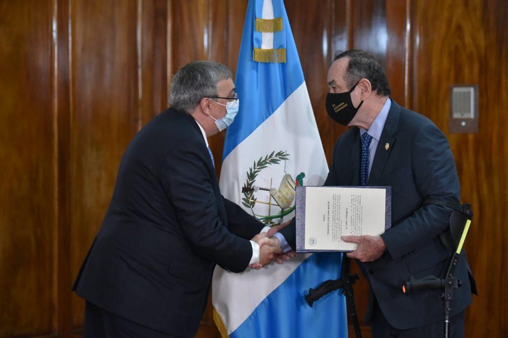 Francisco Coma es juramentado como ministro de Salud