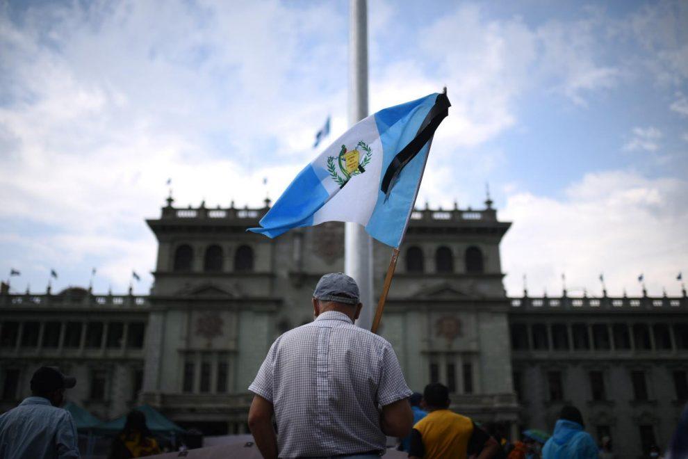 manifestación en plaza de la Constitución contra el bicentenario