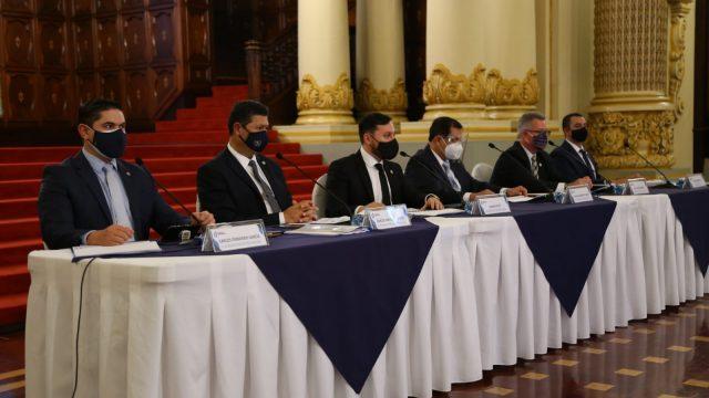 autoridades del Ministerio de Gobernación