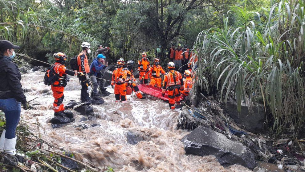 rescatan cuerpo de niño en río Guacalate, Sacatepéquez