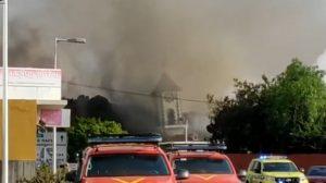 Momento en que la lava del volcán de La Palma destruye iglesia